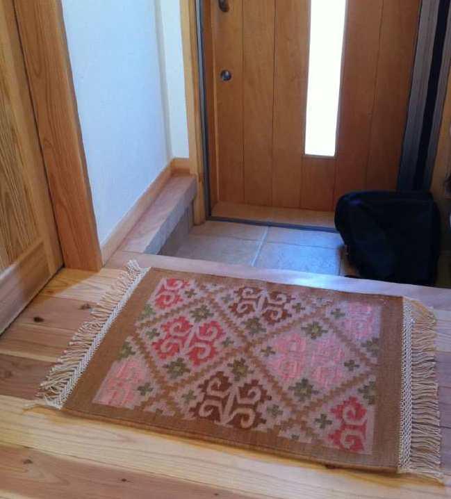 英国産羊毛の草木染め玄関ラグ 手織りラグ納品事例 1310